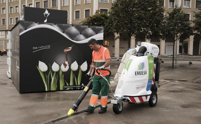 Emulsa refuerza su flota con dos nuevos aspiradores de aceras eléctricos