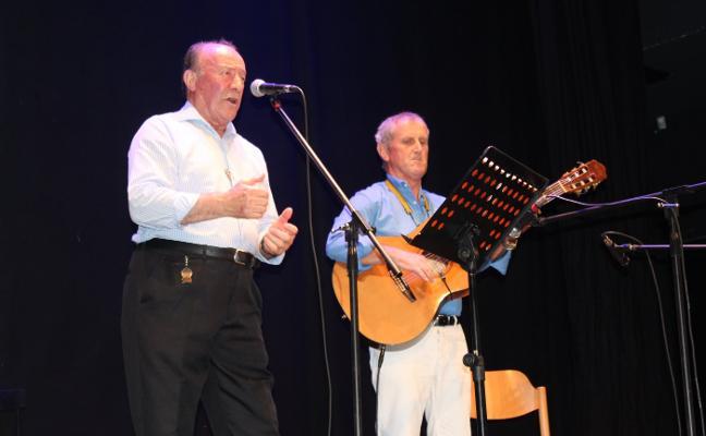 La gala de tonada del Ateneo Obrero llena el teatro Riera