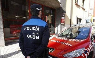 La Policía de Gijón denuncia a dos jóvenes con conducir ciclomotores eléctricos sin carné