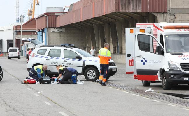 Fallece el marinero vasco atropellado por una carretilla de carga en la rula de Avilés