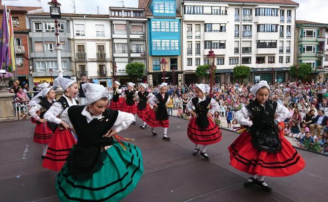 Grupos de Portugal y Toledo brillan en el festival folclórico maliayo