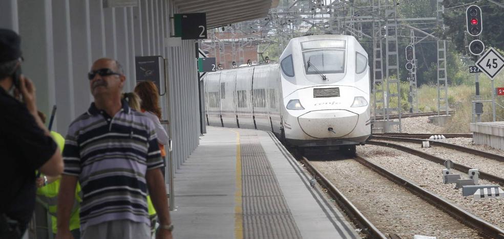 La avería de un mercancías interrumpe la salida ferroviaria a la Meseta