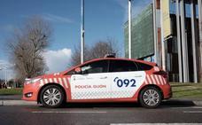 Un conductor intenta huir de la Policía a 130 kilómetros por hora en el centro de Gijón