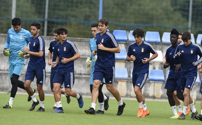 Real Oviedo   Al puzle azul le faltan piezas por el centro