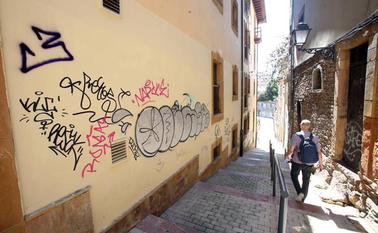 El Antiguo en Oviedo, lleno de grafitis de nuevo