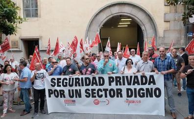 Trabajadores de Ombuds reclaman en Gijón el pago de sus nóminas