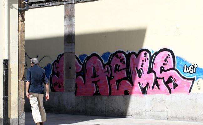 «Velaremos para que Oviedo sea una ciudad libre de grafitis con cámaras y multas»