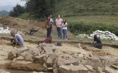 La excavación arqueológica de San Martín desvela que el túmulo funerario del neolítico contiene tumbas de mil años diferencia entre ellas