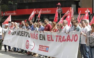 CCOO y UGT se concentran en Oviedo contra la siniestralidad laboral