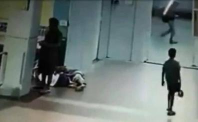 Violan y decapitan a una niña de tres años en una estación de tren mientras dormía con su madre