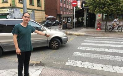 «El conductor casi nos arrolla cuando fuimos a atender a la mujer herida»
