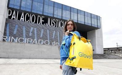 La batalla legal por el modelo de Glovo pone en jaque a 170 'riders' asturianos
