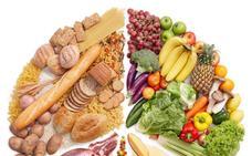 Ni el plátano engorda ni existen los superalimentos: guía de los bulos en alimentación