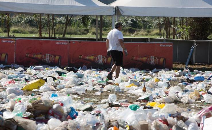 Toneladas de basura cubren el prau del Xiringüelu
