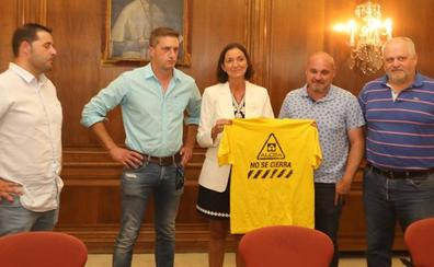 Reyes Maroto y Adrián Barbón se comprometen a ayudar a Alcoa a consolidar su proyecto