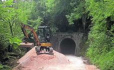 Morcín acondiciona un antiguo tramo ferroviario minero como senda verde