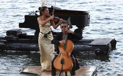 Le piano du Lac llega a Cudillero