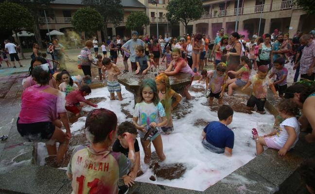 Pregón, espuma y verbena en las fiestas de Llaranes