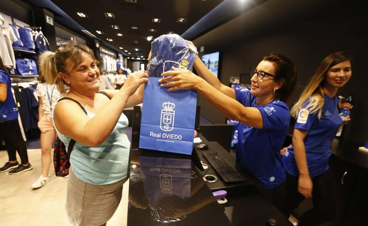 El Real Oviedo pone ya a la venta sus camisetas oficiales