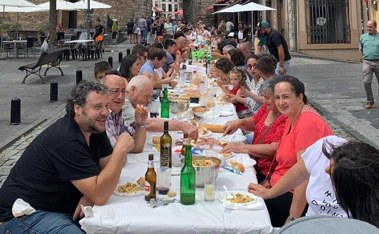 Salas celebra su primera comida en la calle