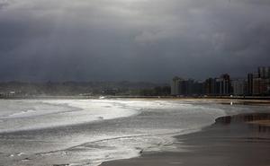 Asturias despide la semana con lluvias y la amenaza de tormentas