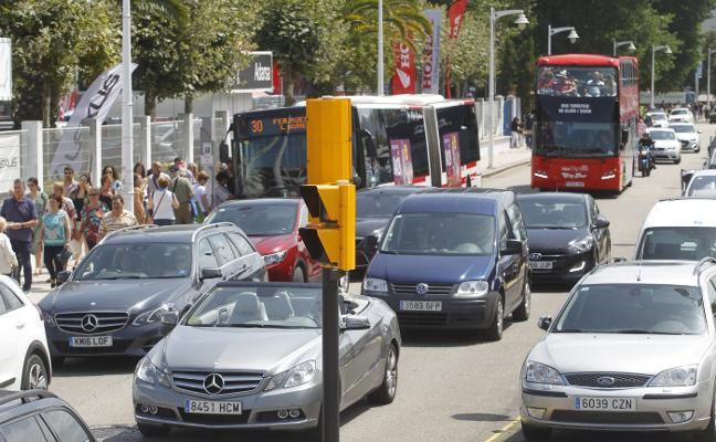 La coincidencia de eventos congestionó los alrededores de El Molinón