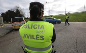 Dos detenidos en Avilés por conducir sin carné, sin cinturón y saltarse un semáforo en rojo