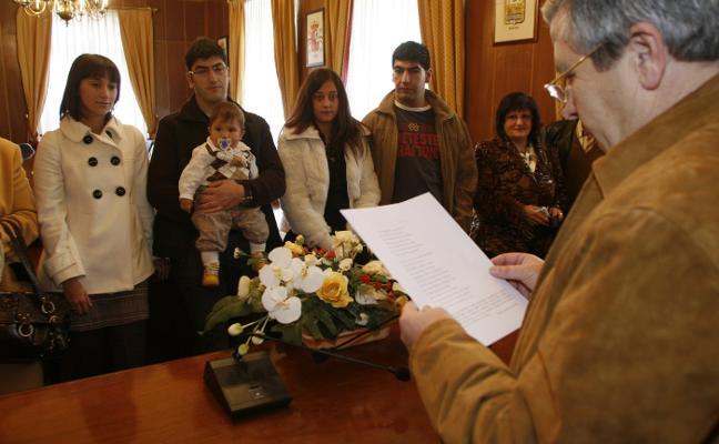 Organizar bautizos civiles «no tiene sentido», opone el centroderecha