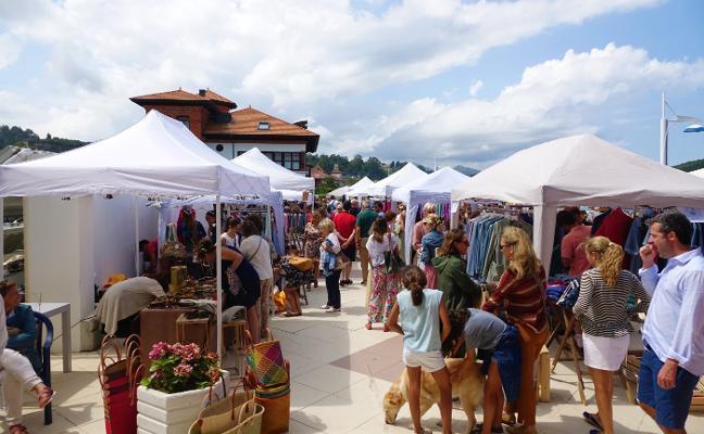 Un mercado 'chic' en la villa riosellana