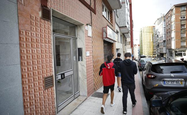 Va a la comisaría de Gijón a denunciar una agresión y la arrestan por abandonar a sus hijos