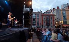 Los Berrones caldean la plaza Mayor de Gijón