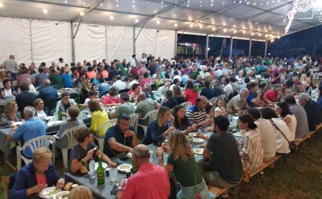 San Mamés vuelve a congregar a centenares de personas en Argüero