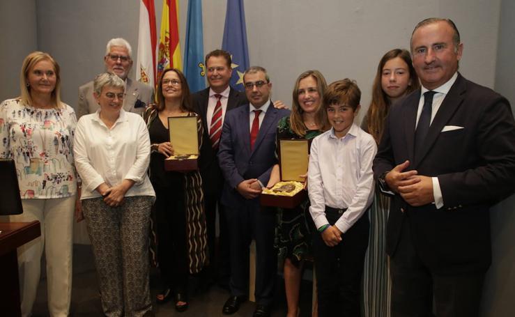 EL COMERCIO y la empresaria María Calvo, galardonados con el Premio Ateneo Jovellanos