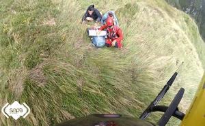 Rescatan ilesos a dos senderistas que se desorientaron por la niebla en Amieva