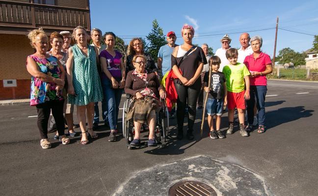Vecinos de El Rebollal critican que les cobren un nuevo enganche de agua