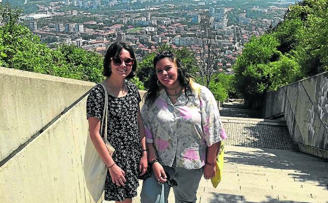 Dos voluntarias avilesinas participan en un yacimiento arqueológico en Bulgaria