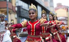 El Festival Folclórico llena de color Avilés
