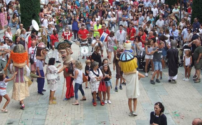 Las fiestas inundan la comarca occidental