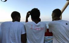 Autorizan la evacuación urgente a Lampedusa de cinco inmigrantes a bordo del Open Arms por causas psicológicas