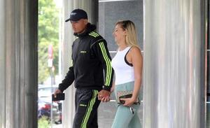 Detienen a Verdon, del Alavés, acusado de arrastrar del pelo a su pareja por el pasillo de un hotel