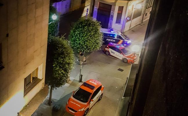 Un okupa del edificio de la plaza del Presi, en Gijón, agrede a un hostelero