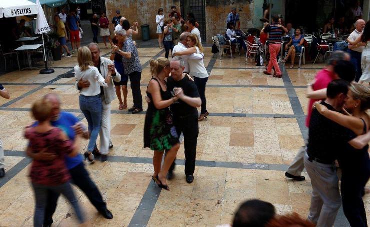 300 bailarines en el 'Oviedo milonguero'