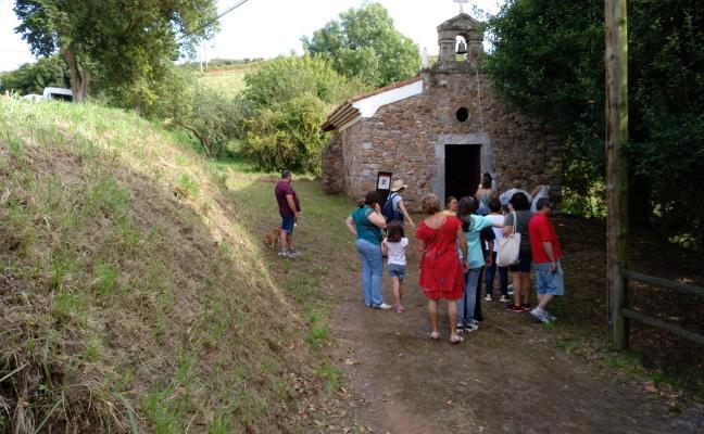 La campana de la ermita repica en Candás en honor a San Roque