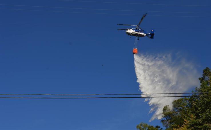 Incendio en las proximidades del hospital de Cangas del Narcea