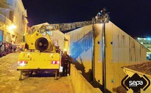Un incendio en un bar del puerto de Tapia obliga a desalojar tres locales