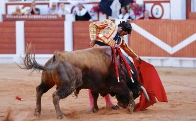 Gijón enloquece con Morante y pierde el norte con El Juli