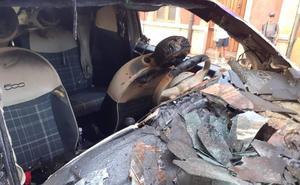 Vuelve a arder un coche de madrugada en Llanes
