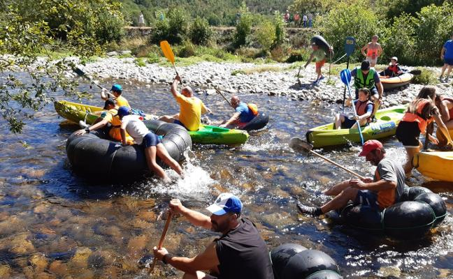 Paredes se da un chapuzón para cuidar al río Esva