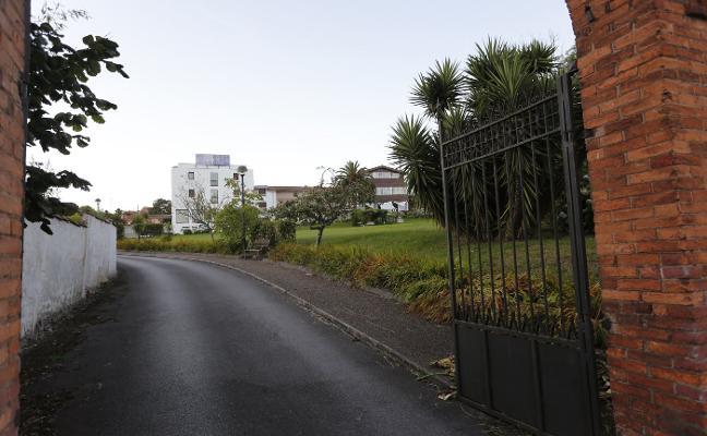 La Policía investiga el caso de una joven que apareció herida en una finca de Jove, en Gijón
