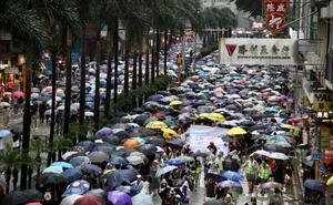 Hong Kong no se asusta ante China y recobra las protestas pacíficas